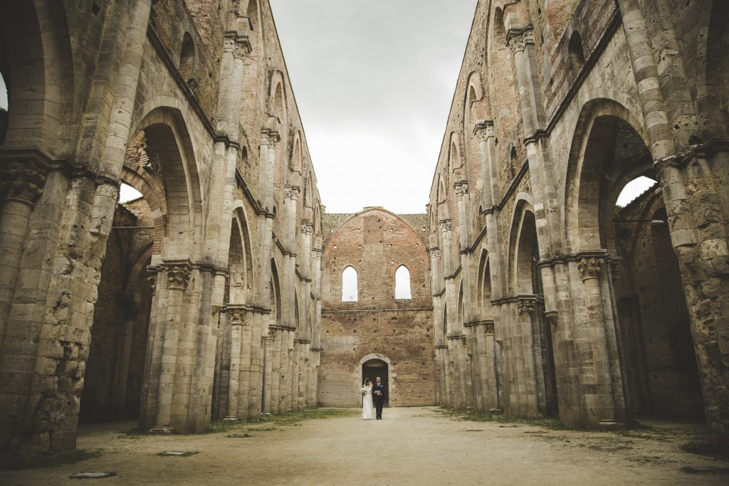 photo shoot in san galgano abbey siena