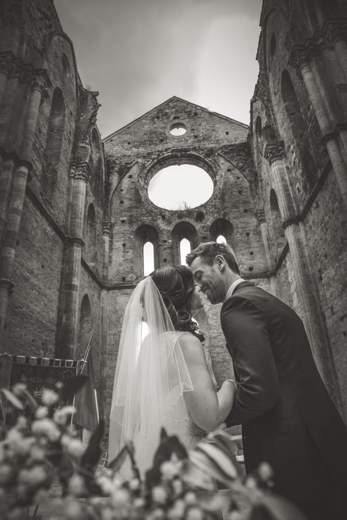 wedding photographer in san galgano abbey siena