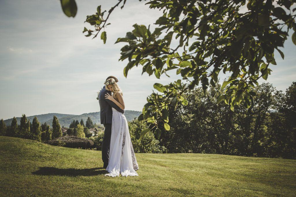 outdoor wedding in villa podernovo siena