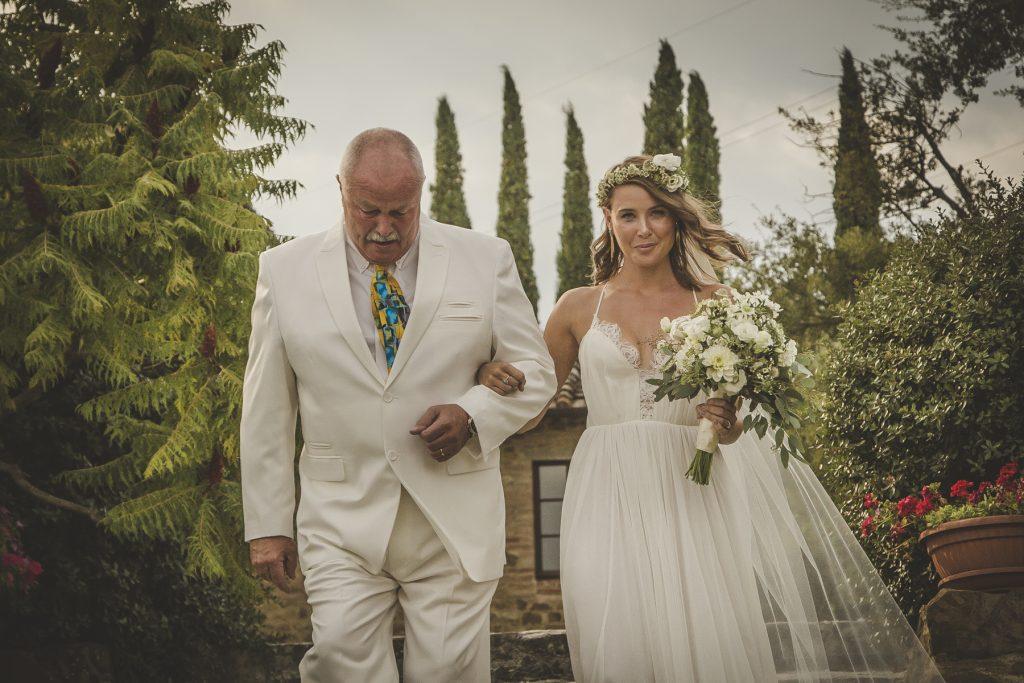 candid wedding photographer in tenuta cornacchi arezzo