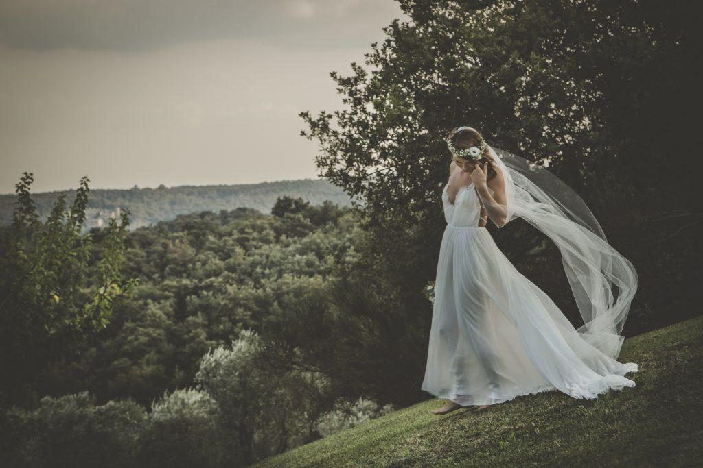 outdoor wedding in tenuta cornacchi arezzo