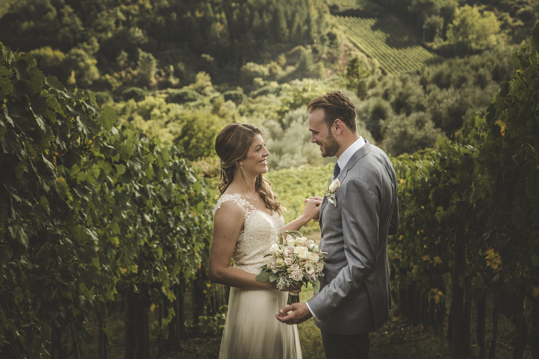 wedding photographer in chianti countryside