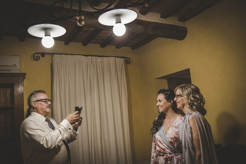 chris-and-christine-wedding-day-at-casa-cornacchi-tuscany_07