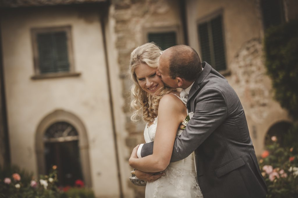 romantic wedding in castello di gargonza arezzo