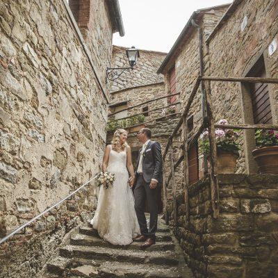 wedding photographer in castello di gargonza arezzo