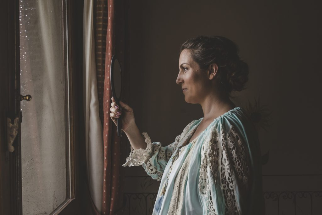 candid wedding photographer in antico borgo poggitazzi