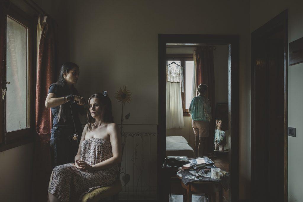 stylish photographer in antico borgo poggitazzi