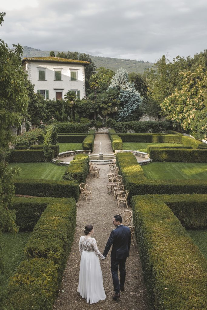 wedding photographer in tuscan countryside