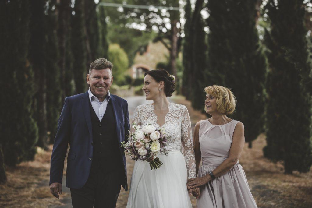 wedding photographer in antico borgo poggitazzi arezzo