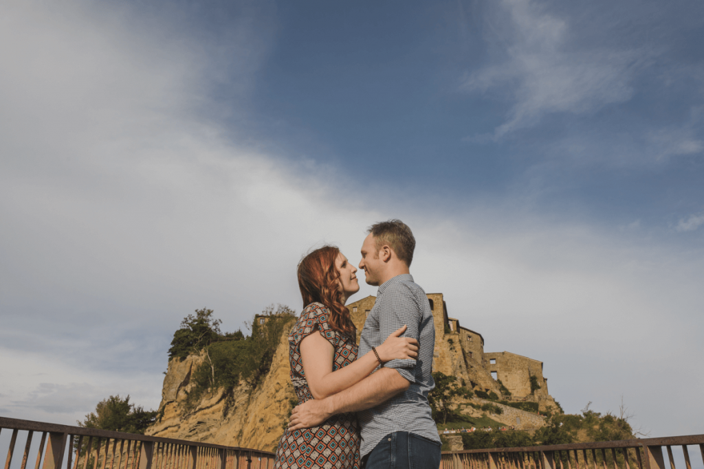 outdoor engagement photographer in tuscany
