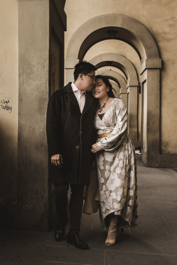 engagement photographer in tuscany