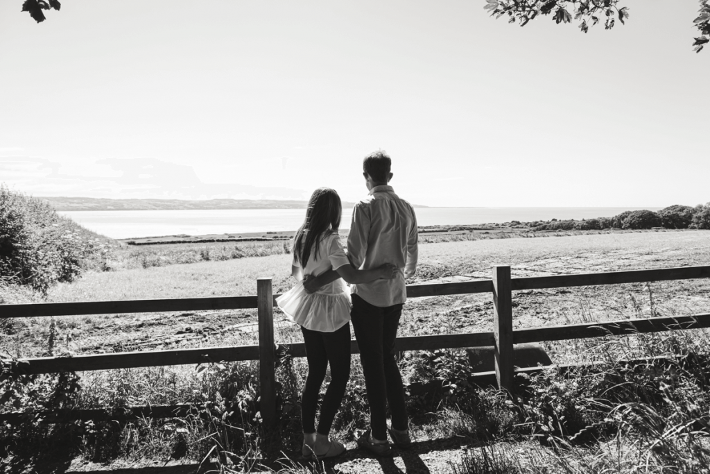 engagement photographer in tuscany in the countryside
